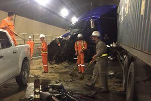 Hầm Hải Vân tê liệt 4 giờ do xe đầu kéo tông xe tải