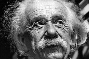 Bức thư Einstein nghi ngờ sự tồn tại của Chúa 'gây bão' sàn đấu giá