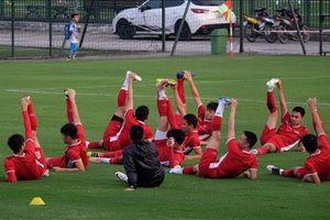 Clip: Tuyển Việt Nam 'luyện công' đầy hứng khởi trước trận bán kết lượt về