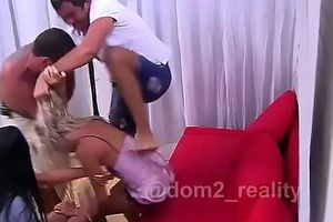 Sốc: Ngôi sao thực tế đánh bạn gái ngay trên sóng truyền hình