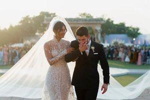 Cận cảnh tà váy cưới dài 22m, đính 2 triệu hạt ngọc trai của Hoa hậu Thế giới