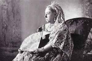 Vì sao nữ hoàng vĩ đại nhất nước Anh sợ mang thai?