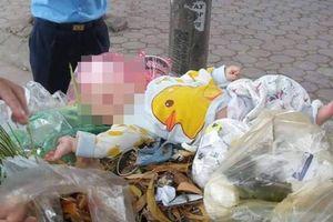 Hà Nội: Bé trai 4 tháng tuổi bị mẹ bỏ lại trong thùng rác