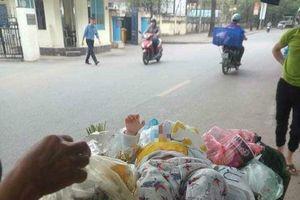 Phát hiện bé trai dễ thương bị bỏ rơi trong thùng rác gần làng trẻ SOS