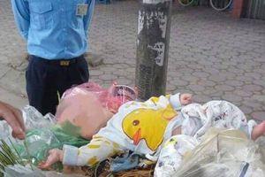 Phát hiện bé trai 4 tháng tuổi bị đặt trên thùng rác giữa phố Hà Nội