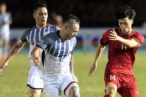 Khỏe bậc nhất tuyển Việt Nam, Trọng Hoàng vẫn phải nể sức mạnh của tiền vệ Philippines