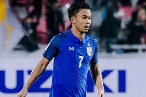 Tuyển thủ Thái Lan ôm mẹ bật khóc sau khi bị loại khỏi AFF Cup