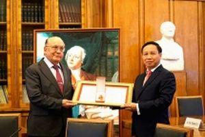 Trao Huân chương Hữu nghị tặng Đại học Tổng hợp Moscow
