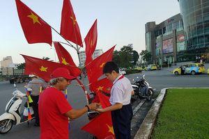Người dân Đà Nẵng đổ xô mua cờ cổ vũ tuyển Việt Nam