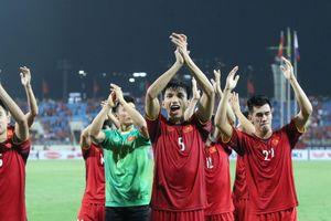 Vào chung kết, tuyển Việt Nam ăn mừng kiểu 'Viking' với CĐV