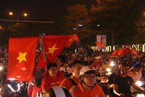 Muôn kiểu 'đi bão' của người dân Đà Nẵng