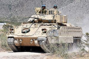 BMP-3 và T-15 với 'Pumas', 'Bradley', so sánh những xe thiết giáp đỉnh cao quân sự