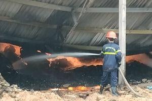Hơn 14 giờ vật lộn, khống chế đám cháy xưởng sản xuất viên nén