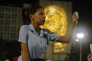 Người dân Cuba lần đầu được sử dụng mạng di động 3G