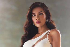 Ơn giời, sau chuỗi ngày 'bầu bạn' bên mì gói, Minh Tú đã được 'thăng cấp' bữa tối tại Miss Supranational 2018