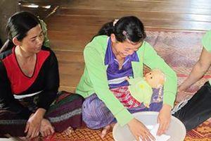 Nhân rộng mô hình giáo dục cha mẹ trong chăm sóc, phát triển trẻ tới 63 tỉnh, thành