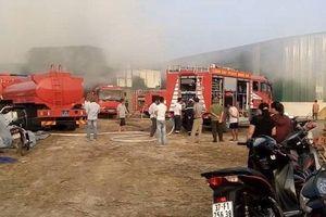 Nghệ An: Cháy lớn ở xưởng chế biến tăm đũa tre