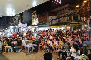 Người dân thủ đô ăn mừng chiến thắng của đội tuyển Việt Nam