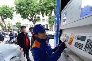Giá xăng giảm mạnh xuống 17.181 đồng/lít