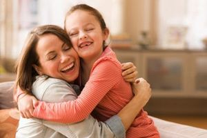 Cần gần gũi và bày tỏ tình yêu với các con nhiều hơn