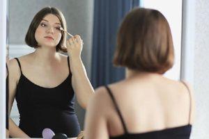 Cảnh báo: Hóa chất trong đồ trang điểm gây hại cho thai nhi