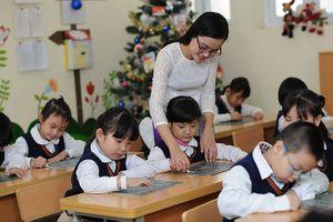 Tăng lương, nâng chất lượng giáo viên: Cần tăng hợp đồng, bỏ biên chế?