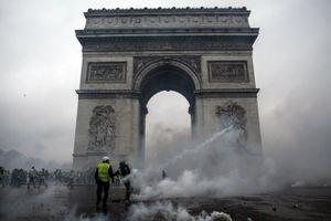 Bất chấp Chính phủ Pháp nhượng bộ, biểu tình 'Áo khoác vàng' vẫn lan rộng