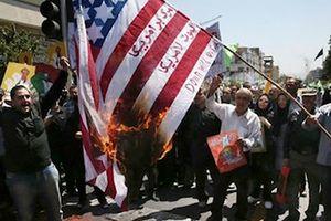 Một tháng tái trừng phạt Mỹ - Iran: Lợi bất cập hại