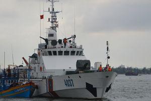 Cảnh sát biển cứu tàu cá bị nạn trên biển