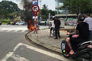 Xe tay ga bốc cháy giữa trung tâm Đà Nẵng