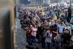 Hàng nghìn người Mỹ tiễn đưa đoàn tàu thi hài cố tổng thống Bush 'cha'
