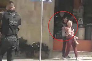 Cướp bắt cụ bà làm con tin, bị cảnh sát bắn chết tại chỗ ở Brazil