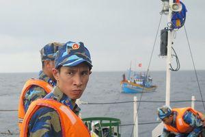 Cứu nạn tàu cá cùng ngư dân gặp nạn