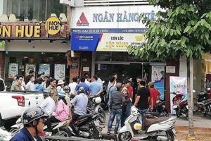 Vụ cướp Ngân hàng Việt Á: Hai hung thủ có vũ trang?
