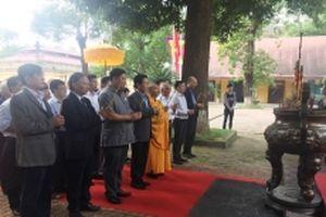 Dâng hương tưởng niệm Phật hoàng Trần Nhân Tông