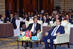 Thủ tướng Nguyễn Xuân Phúc và Thủ tướng Samdech Hun Sen dự Diễn đàn DN Việt Nam - Campuchia