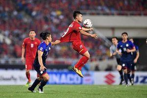 Liên tiếp bị chơi xấu, Quang Hải vẫn khiến đối thủ phải 'ăn trái đắng'