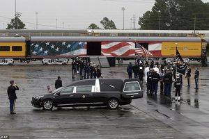 Đoàn tàu đặc biệt đưa linh cữu Bush 'cha' tới nơi an nghỉ