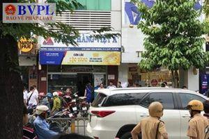 Rút súng uy hiếp nhân viên để cướp tại Ngân hàng Việt Á