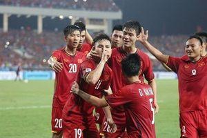 Báo nước ngoài hết lời ca ngợi 'những đôi chân vàng' của đội tuyển Việt Nam trong trận gặp Philippines