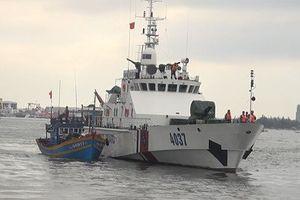 8 ngư dân gặp nạn ở Quảng Bình được cảnh sát biển cứu kịp thời