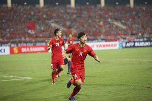 Công Phượng bất ngờ được Quỳnh 'Búp bê', Hương Tràm 'tỏ tình' sau bàn thắng vào lưới Philippines