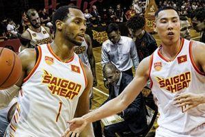 Hughes và Young ấn định ngày 'ngồi chơi xơi nước', giông bão đang chờ Saigon Heat