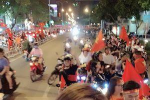 Dàn sao Việt ăn mừng chiến thắng của đội tuyển Việt Nam