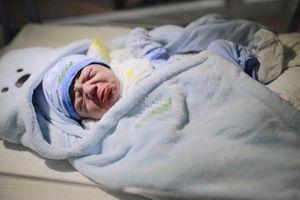 Bức ảnh bé sơ sinh bĩu môi 'hờn cả thế giới' khiến dân mạng rần rần chia sẻ