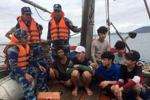 Nghệ An: 8 ngư dân gặp nạn trên biển được cứu hộ an toàn