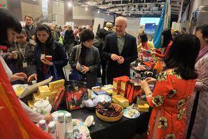 Đại sứ quán Việt Nam tham gia triển lãm văn hóa các Đại sứ quán tại Mỹ