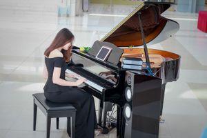 Đầu đĩa than 'bay' và đàn piano ma xuất hiện tại Hà Nội