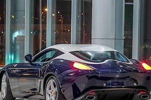 Vlogger xinh đẹp lái thử siêu xe Ferrari trị giá hơn 1 triệu USD