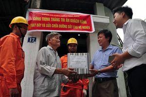 EVN HANOI tiếp tục tri ân khách hàng sử dụng điện trên địa bàn Thủ đô